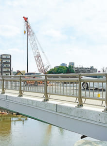 白川の川幅を広げる河川改修に伴い、平成30年、新しく架け替わっています。