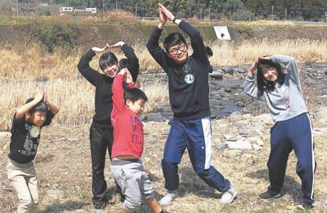 仮設団地で暮らす子どもたちを訪問。遊びやイベントを通して交流を図った
