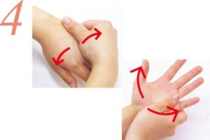 手の甲・手のひらをそれぞれ、写真の矢印の方向に親指で押さえながらマッサージ。反対の手も同様に。