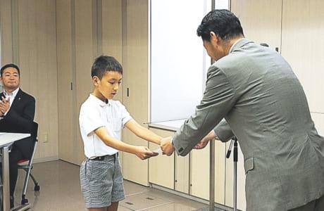 表彰を受ける最優秀賞の中田瑛太さん