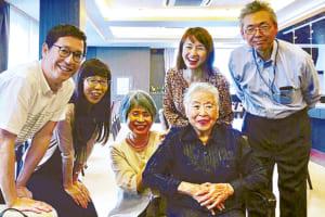 憧れの人生の先輩、松永喜美子先生(中央)を囲んでパチリ