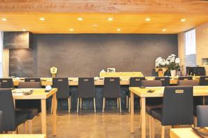 熊本地震後にリニューアルした店舗は、落ち着いた雰囲気が心地いい大人の空間