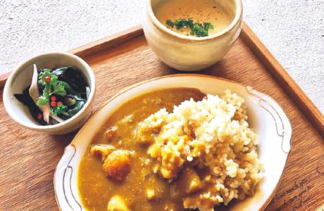 「中松駅」にあるカフェ「ひみつ基地ゴン」で人気のカレー