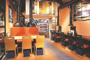 開放感のある店内。カウンター席やテーブル席のほか、個室もあります