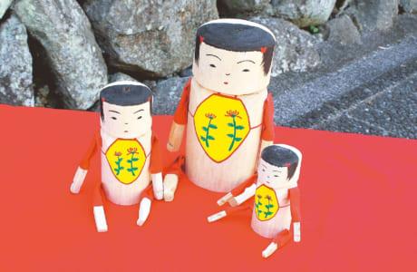 おきん女人形。左から12cm(2000円)、18cm(4000円)、9cm(1500円) ※税別