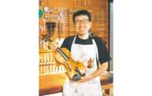 画像:【494号】すてきびと – 「弦楽器工房 北澤」 北澤 孝治さん