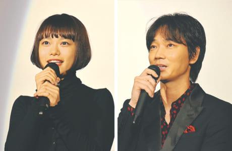 作品の見どころだけでなく、現場のラフな雰囲気などについて語ってくれた綾野剛さん(写真右)と杉咲花さん=9月13日、TOHOシネマズ熊本サクラマチ