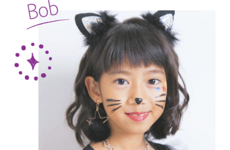 カール強めなMIX巻きに、猫耳のヘアピンをオン。顔回りは内巻きから始め、襟足は外ハネにすると、黒猫のツンデレなイメージにぴったり!