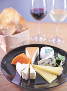 Assorted French cheeses ¥1,680, wine ¥250 & up (tax inc)